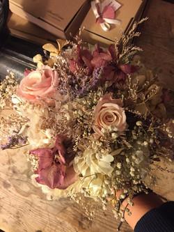 Bouquet en tonos empolvados