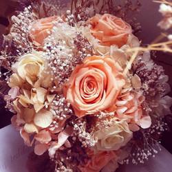 Bouquet en tonos melocotón