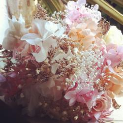 Bouquet a tonos melocotón y rosados