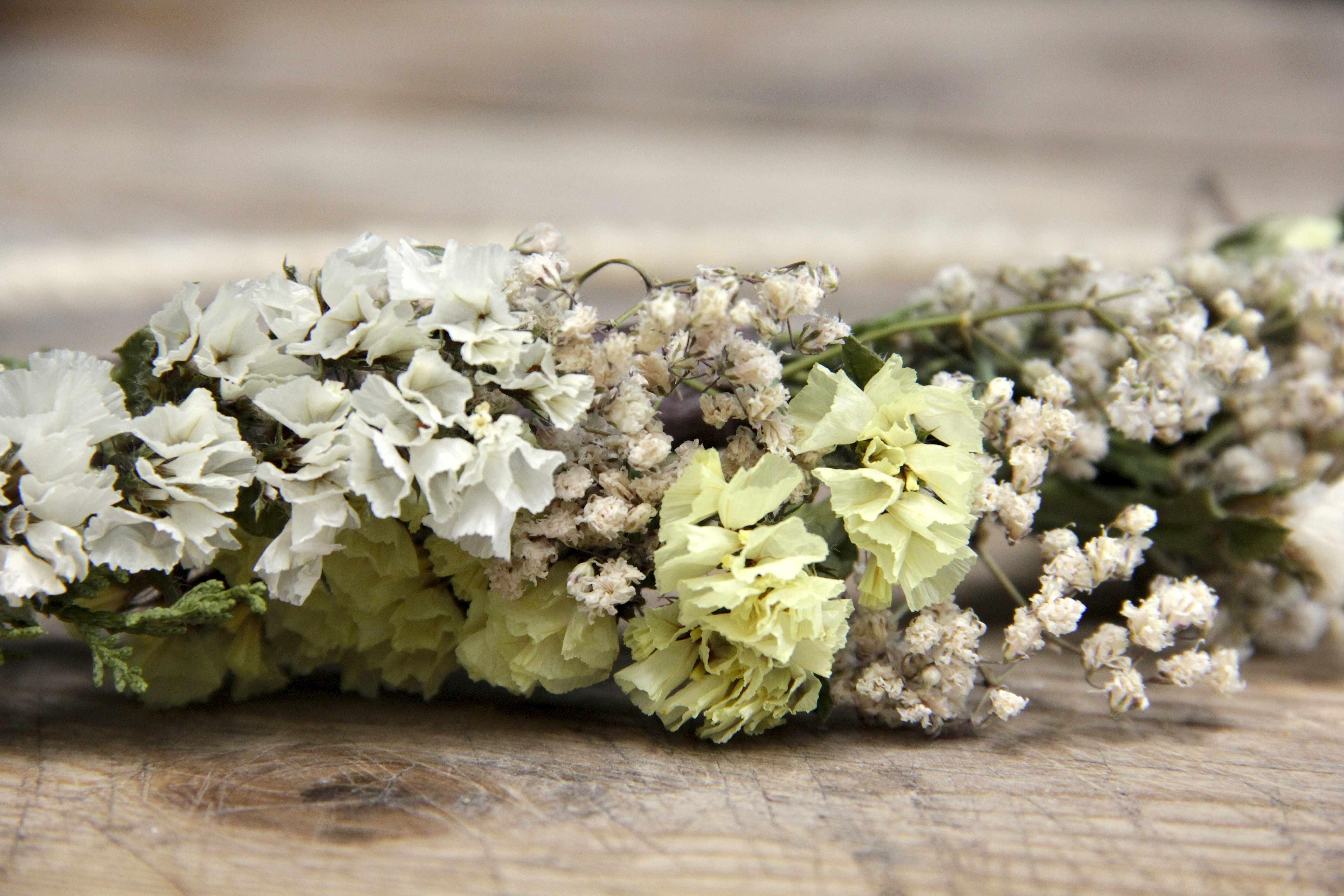Corona de flores Macarena