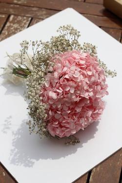 Bouquet a tonos blanco y rosado