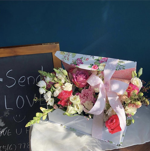Love U Flowers Gift Box