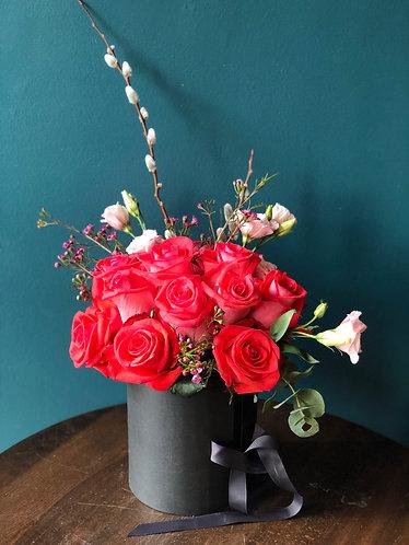 Elegant LoveUbox / 1 Dozen Premium Long Stem Rose w/Chocolate Box