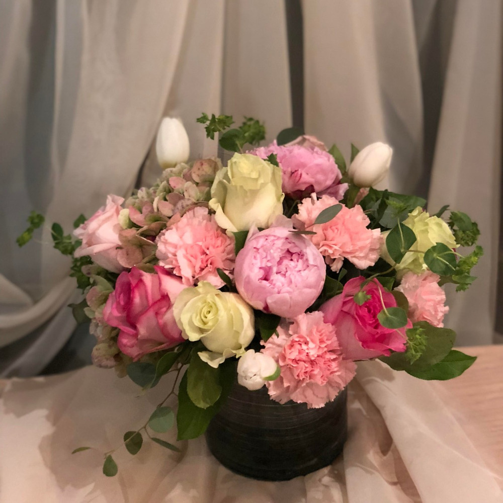 Centerpeice with pink and white flowers