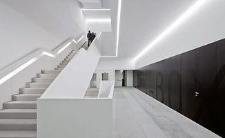 Lina-plaza-des-artes-Guimaraes-Portugal3