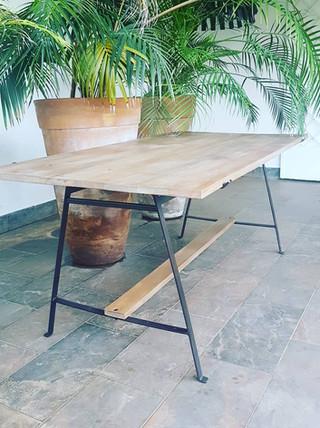 Table hêtre massif et métal