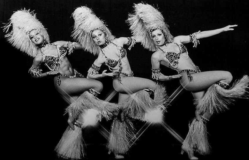 dancers-2934216_1920_edited.jpg