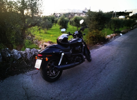 GOOD VIBRATIONS, COL CULO SU UNA HARLEY (MY BUM ON A HARLEY)