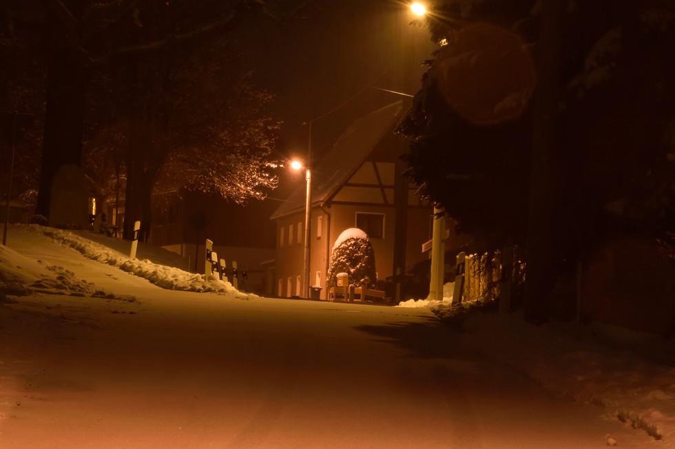 winterlicher Ortsteil Berreuth, Langzeitbelichtung, Anfang 2021