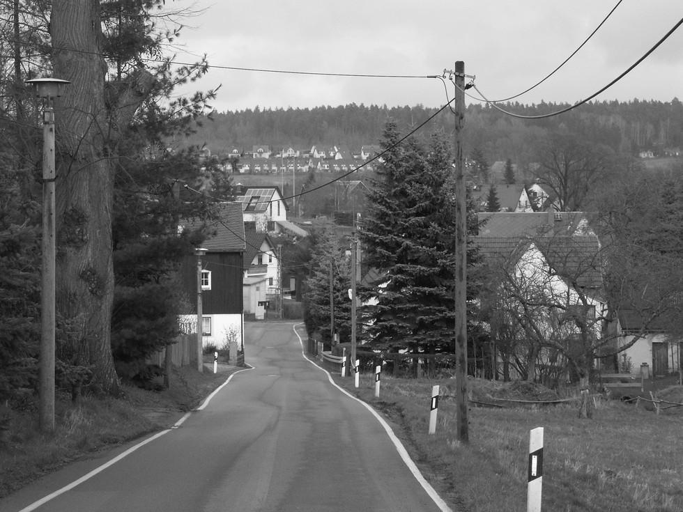 Dorfstraße von Paulshain kommend im Ortsteil Paulsdorf, 06.04.2008