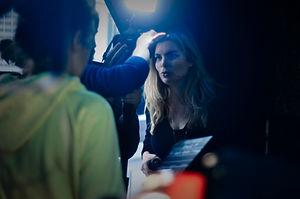 Portrait d' Emilie Jouvet au travail sur le tournage du film Candy Box