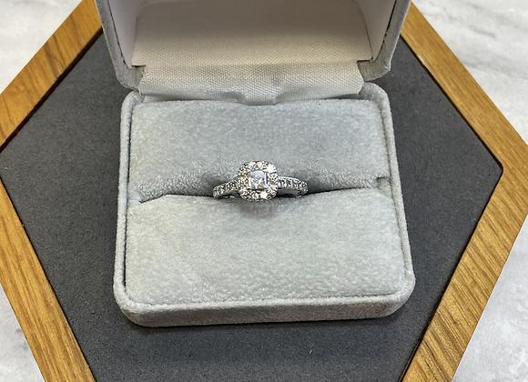 14k halo diamond ring .95 ctw