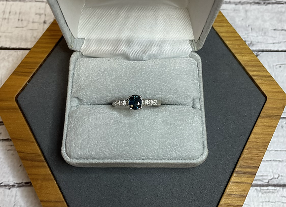 14k teal sapphire ring, size 8.25