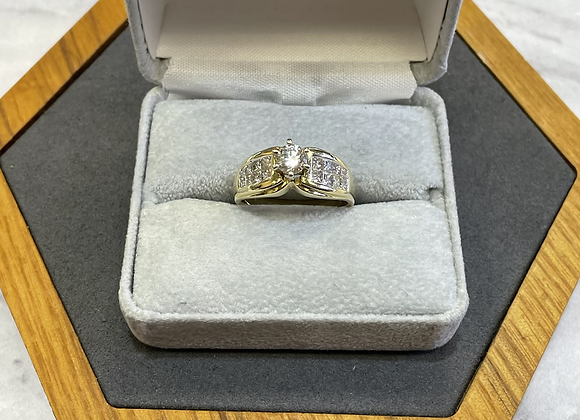 18k yellow gold ring with 1.05 ctw diamonds