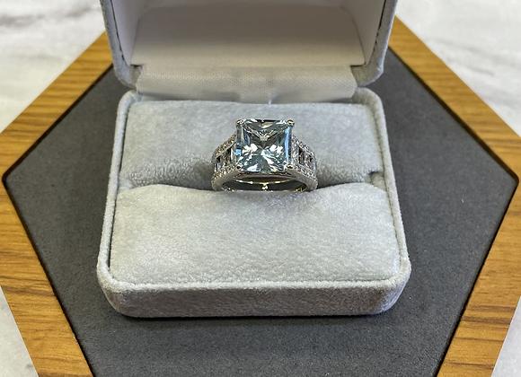 18k 4 ct Aquamarine ring