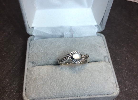 Sterling silver ring, mother of pearl, 6.5
