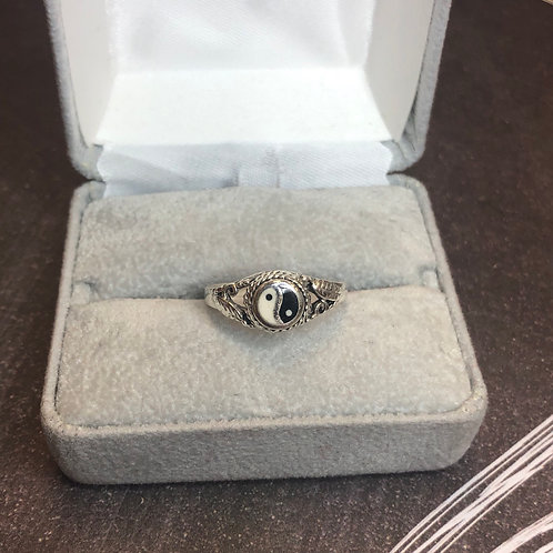 Sterling silver ying/yang ring, size 7