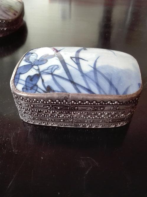 Scatola cinese in porcellana e lega d'argento