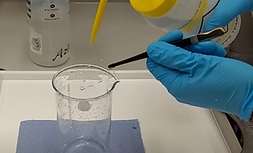 Cleaning coverslips using manual procedure | Mass Photometry