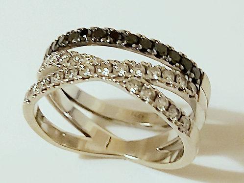 טבעת מעוצבת איקס יהלומים שחור לבן