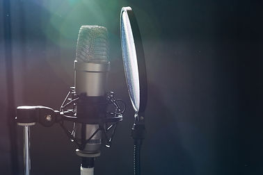 professional-microphone-in-recording-stu