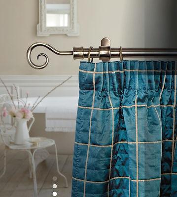 Le varie solizioni di bastoni decorativi per tenda,per arredare con gusto,stile e fantasia
