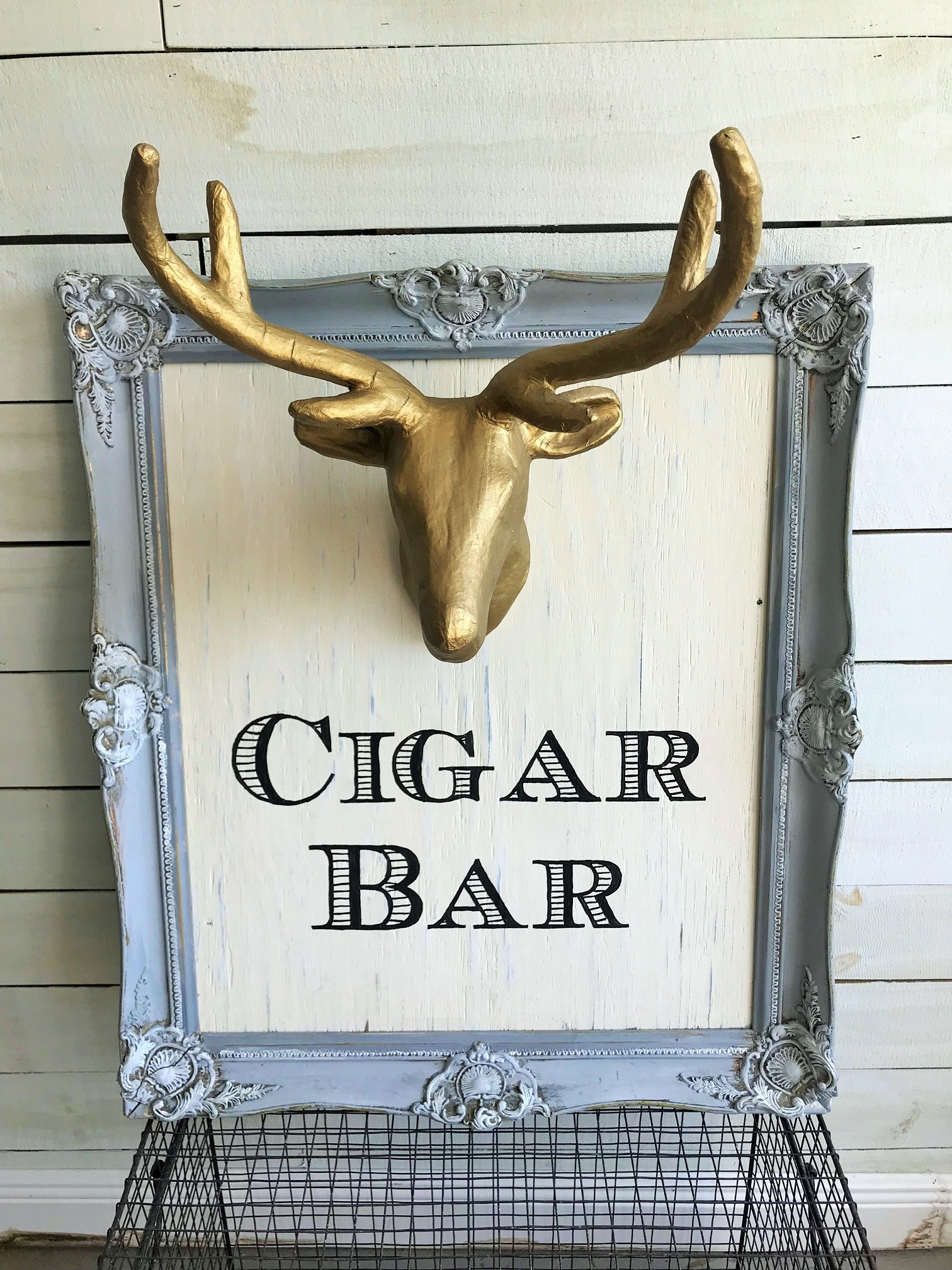 Cigar Bar sign