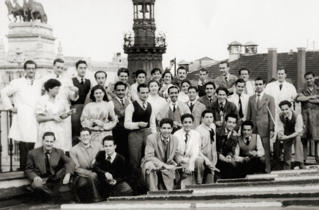With his classmates from the San Fernando School of Fine Arts, Madrid, 1950.
