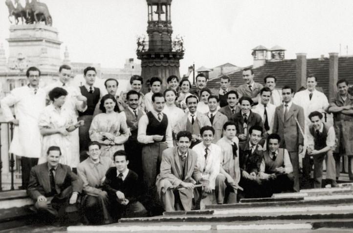 Con sus compañeros de la Escuela de Bellas Artes de San Fernando, Madrid, 1950.