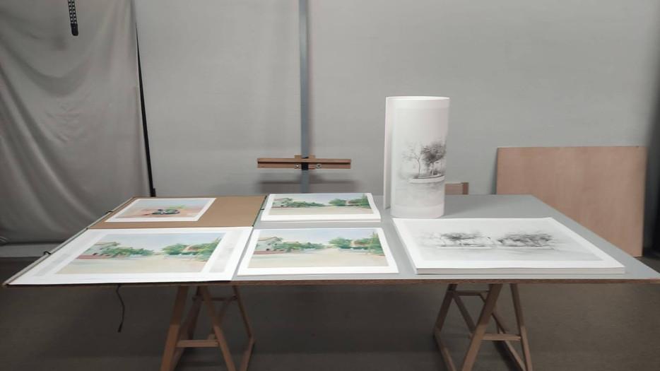 Pruebas y estampaciones sobre obras e las obras de María Moreno en el taller de  UM donde se han impreso