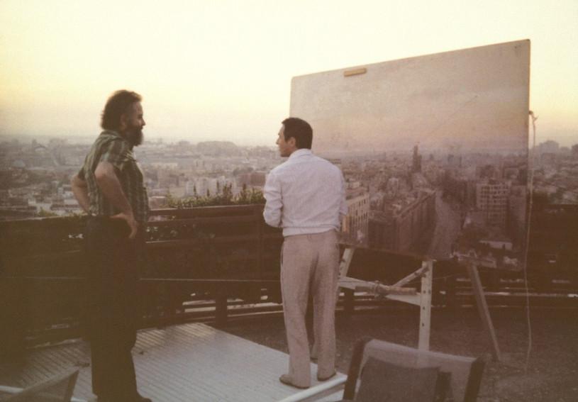 """Con Fernando Higueras, pintando """"Madrid desde Torres Blancas"""", hacia 1974."""
