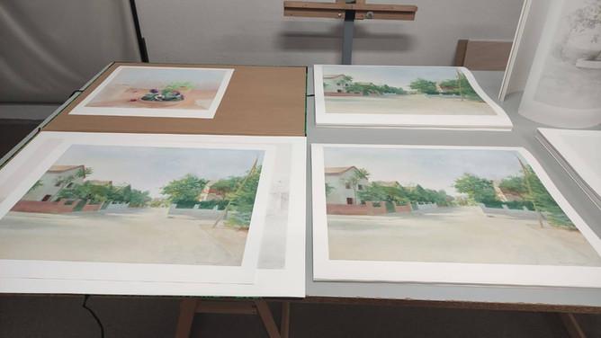 Algunas estampaciones sobre obras de María Moreno en el taller de UM, donde se han impreso
