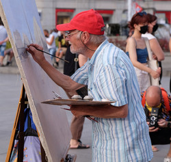Painting at Sol square, Madrid, August 2021, photoCarles Artés