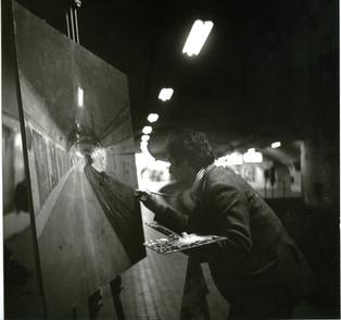 Pintando en el metro de madrid, 1972.