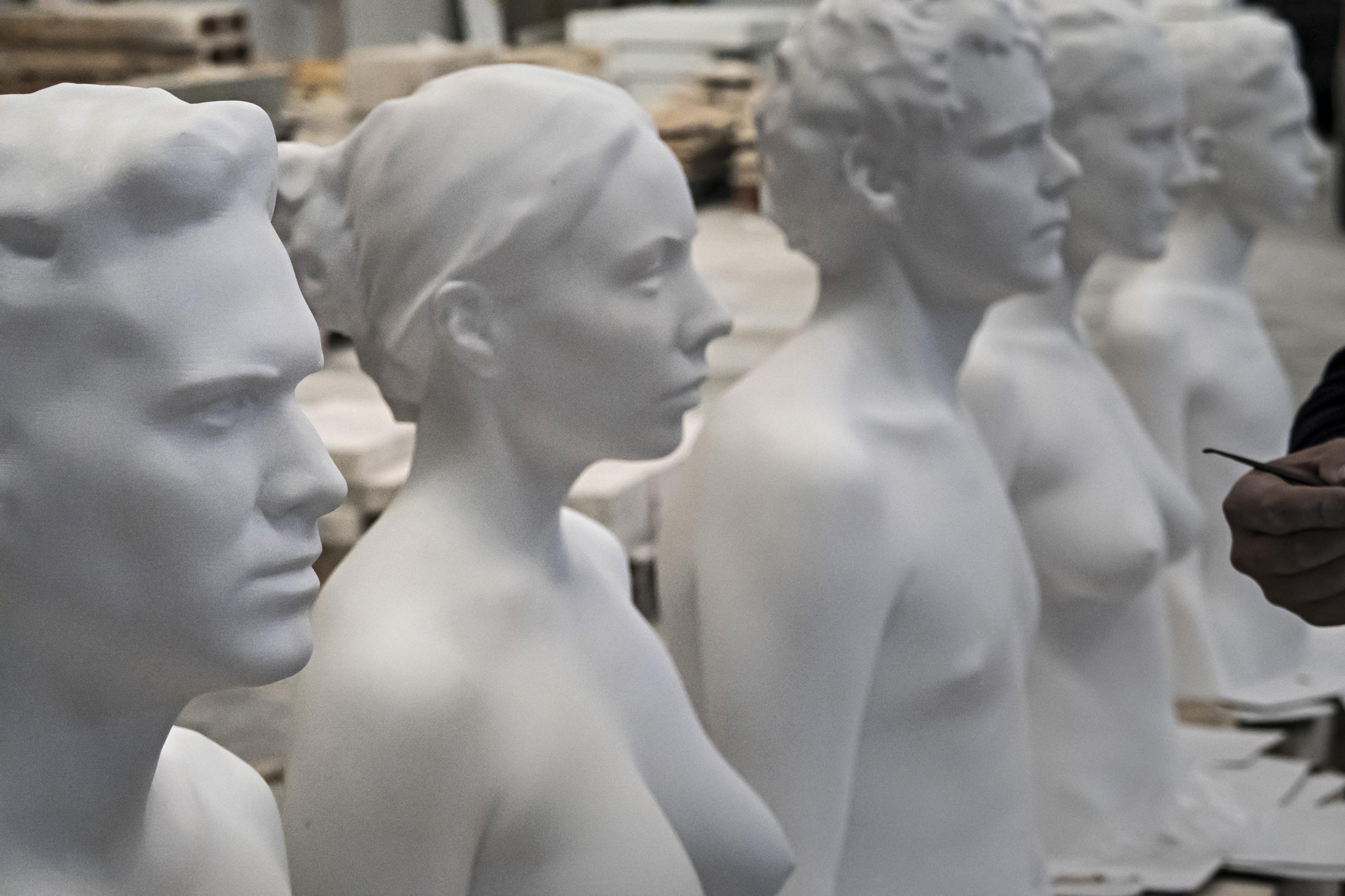 _Juventud_, 5 bustos de Antonio López y