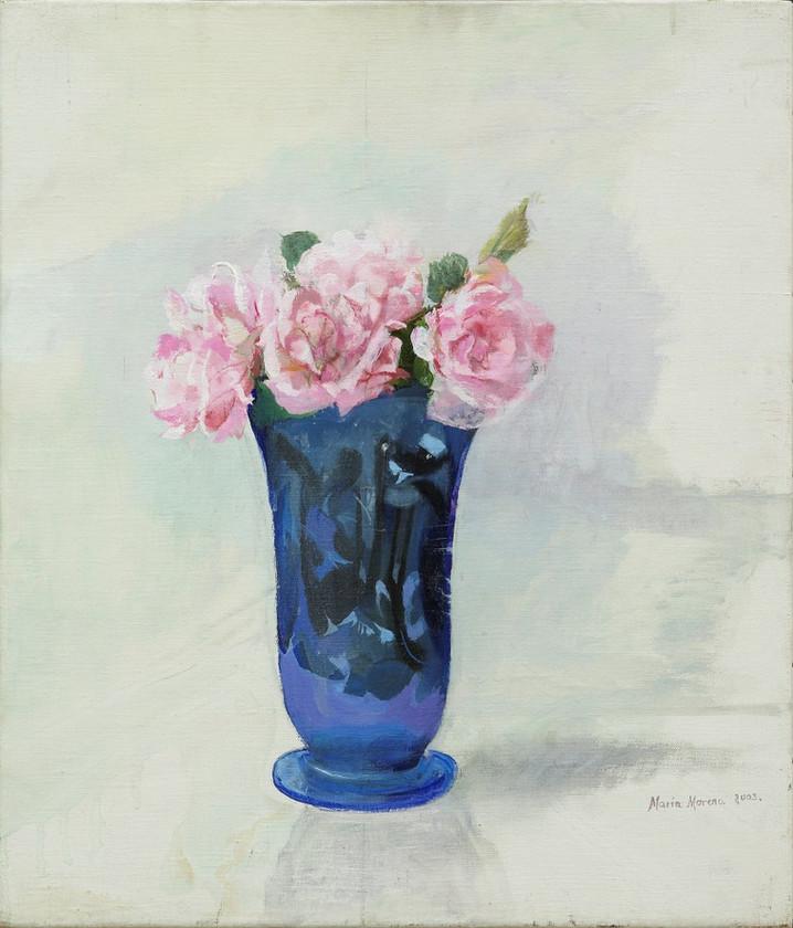 María Moreno, Rosas rosas en vaso azul, 2004.jpg