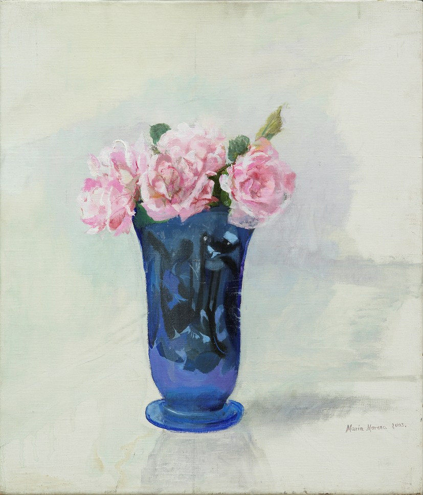 María Moreno, Pink roses in blue glass, 2004.jpg