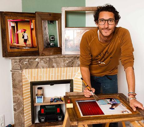 l'artiste Joachim Flornoy travaillant dans son atelier