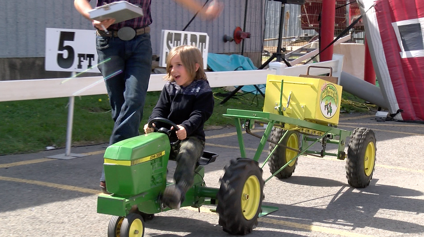 Kids Pedal Tractor pulls.png