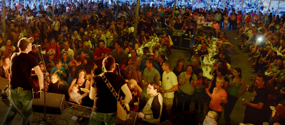 Concert Crowd Rib Fest.png