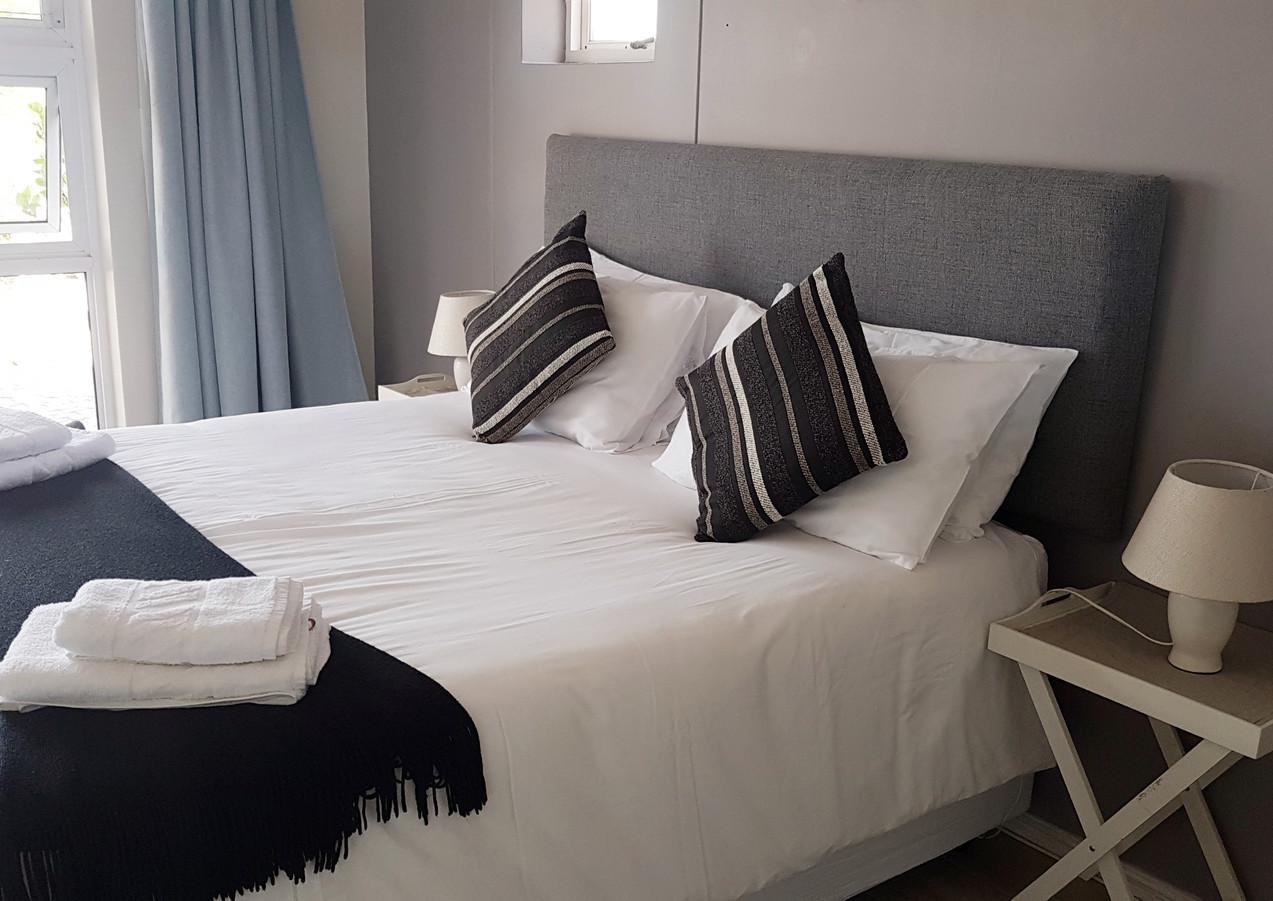 Room 15 queen.jpg