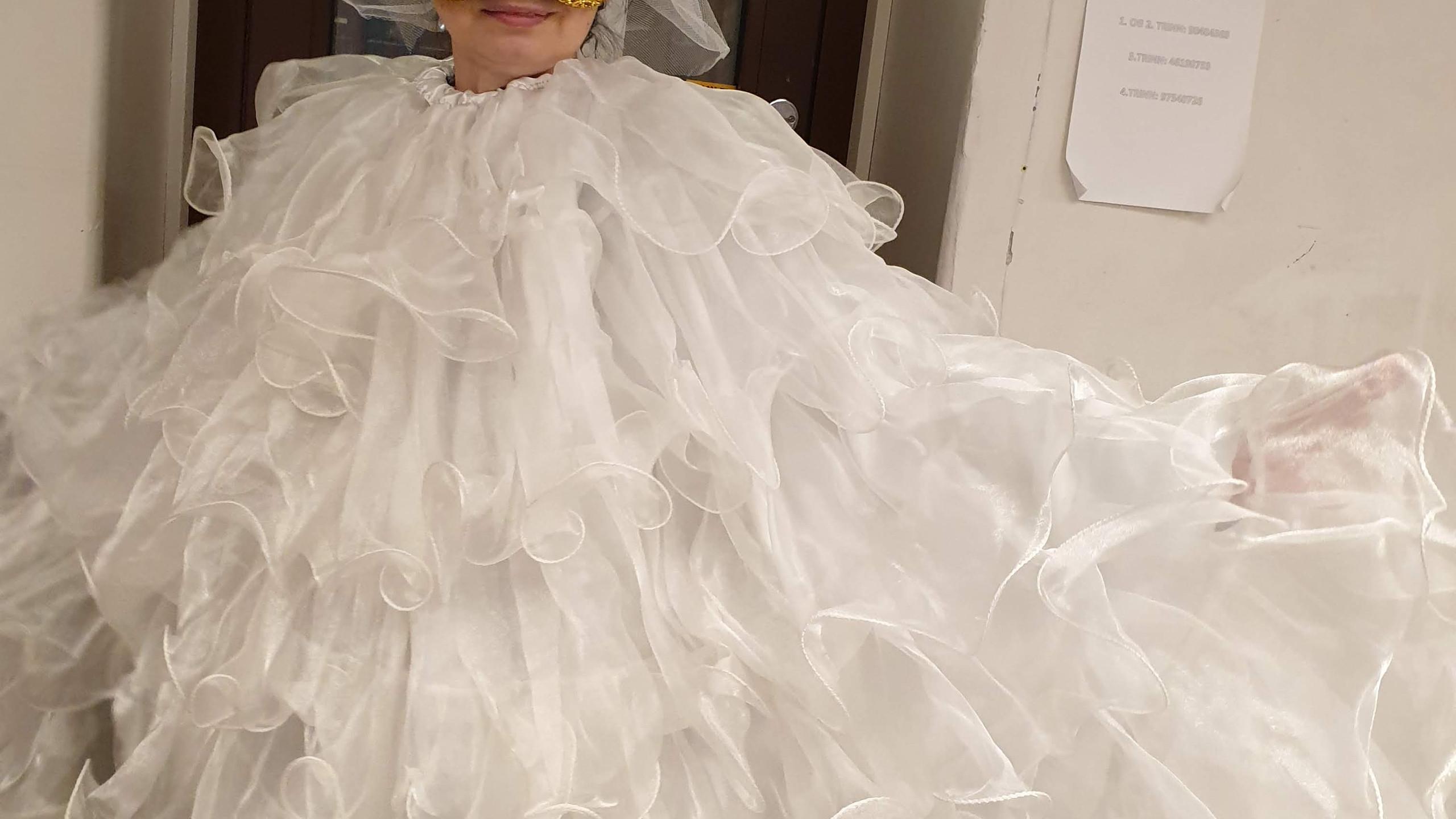 Fra en brudekjole til kostyme