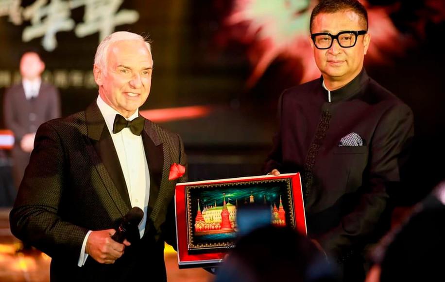 Станислав Попов и Манфред Ванг, президент Китайской Федерации по бальным танцам.