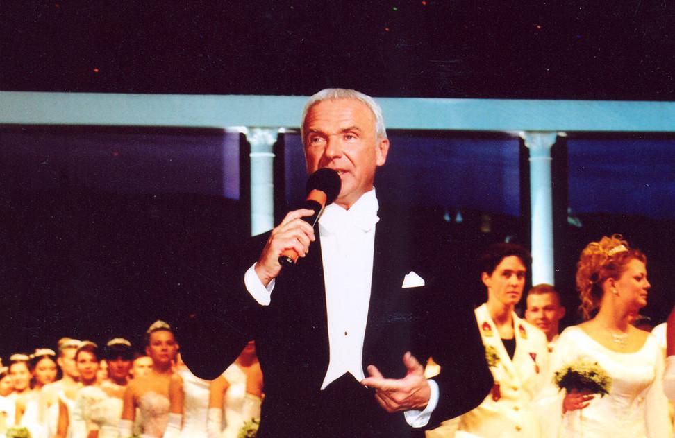 Ведущий первого Венского бала, 2003.