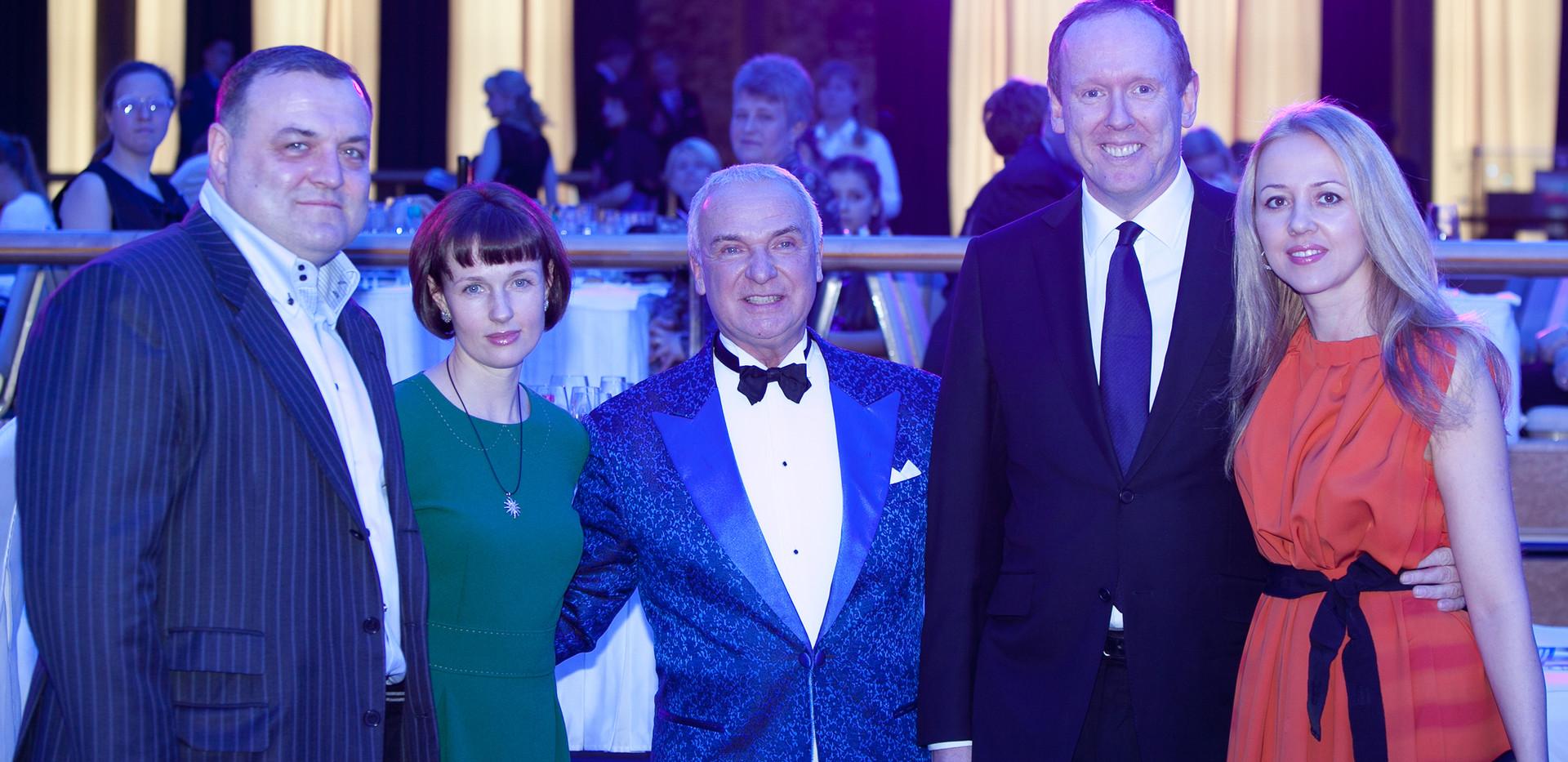 С Сергеем и Ириной Байдаковыми и Дэвидом Греем (Управляющий PWC) с супругой Марией.
