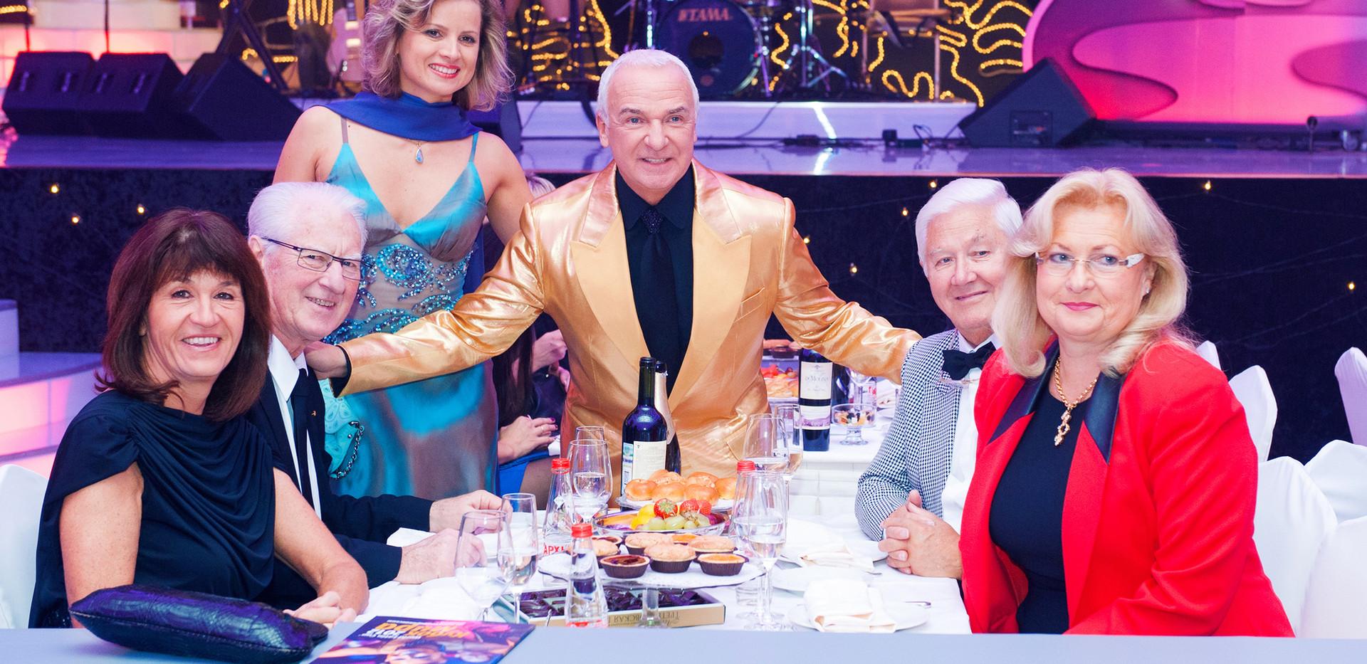 С Вице-Президентом WDC Руди Траутцом и супругой Мартиной и Президентом WDC Карлом Броероми и супругой Изольдой, Еленой Эланж, дизайнером Модного дома.