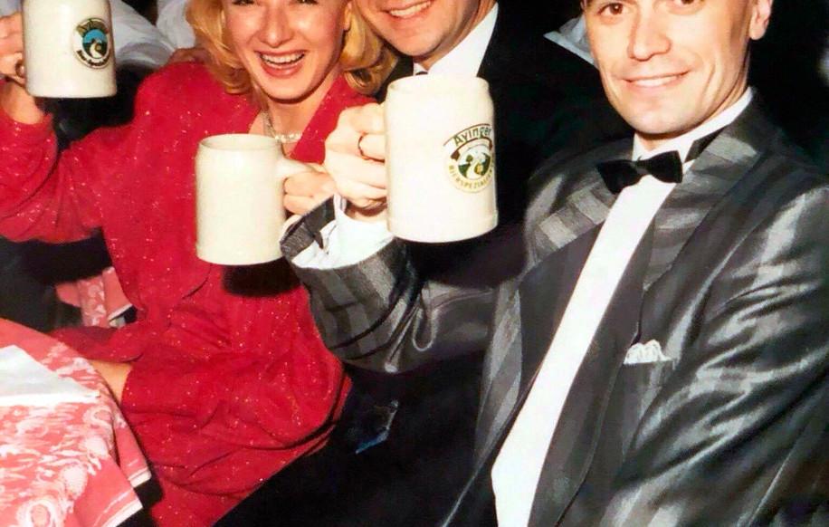 Ужин по завершению Чемпионата мира по 10 танцам 1990 в Мюнхене с Мариной и Талятом Тарсиновыми.