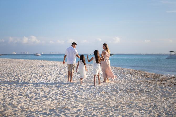 Isla Mujeres Family Photoshoot