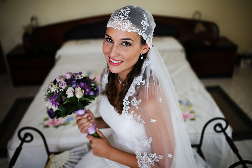 novia en boda con ramo
