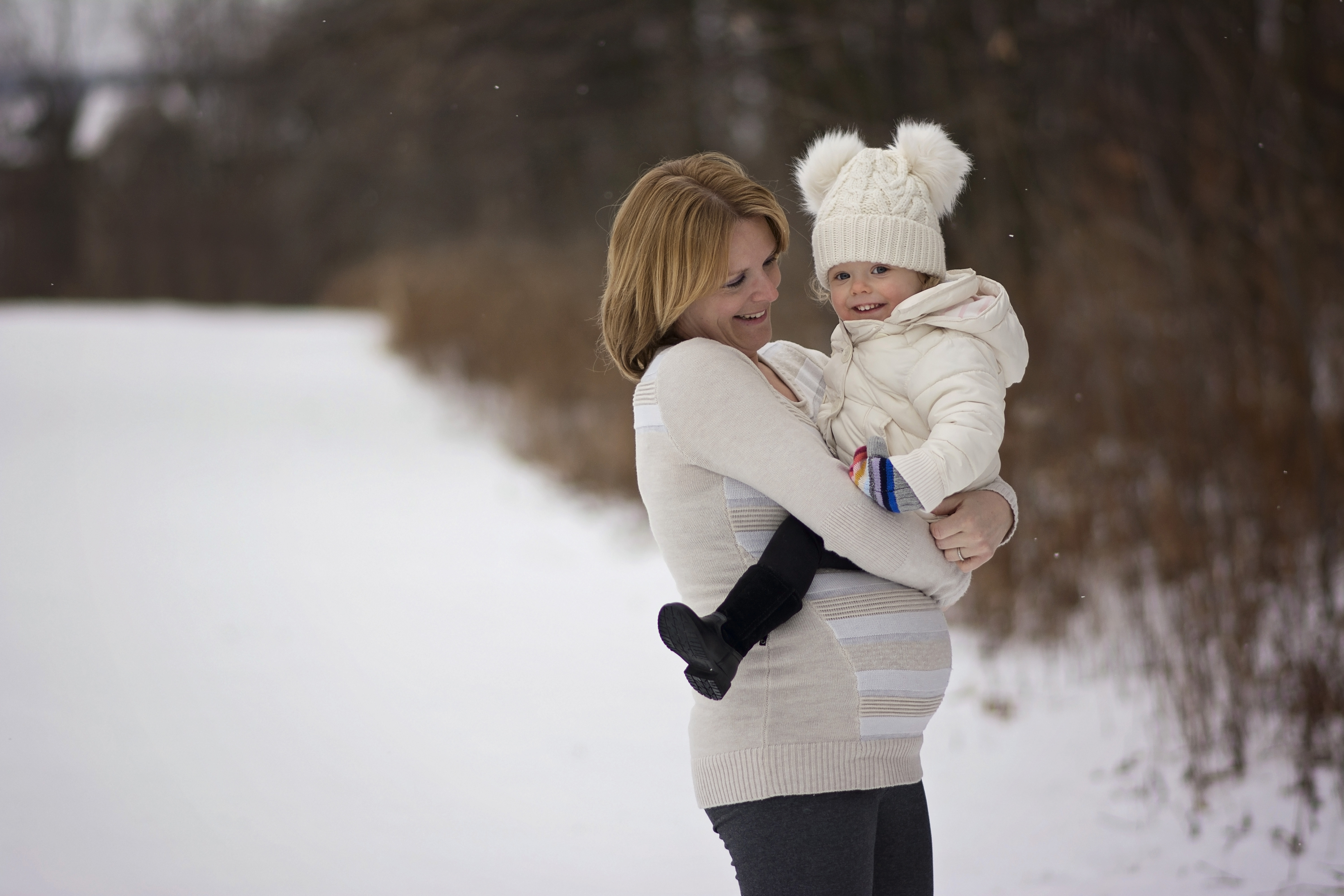mom and daughter maternity session